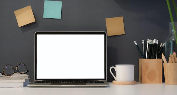 仕事用のノートPCの画像